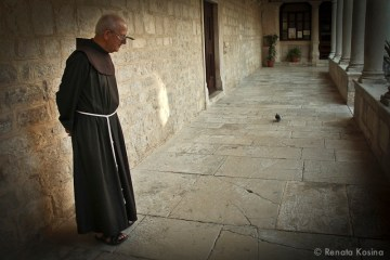 Priest_Croatia_6124