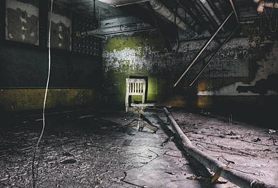 Chair In Creepy Abandoned Basement Photograph By Dylan Murphy