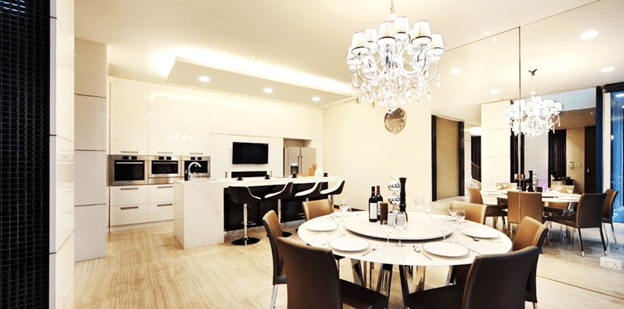QUICK GLANCE ON HOW TO HAND CHANDELIERS IN HOMES (2)