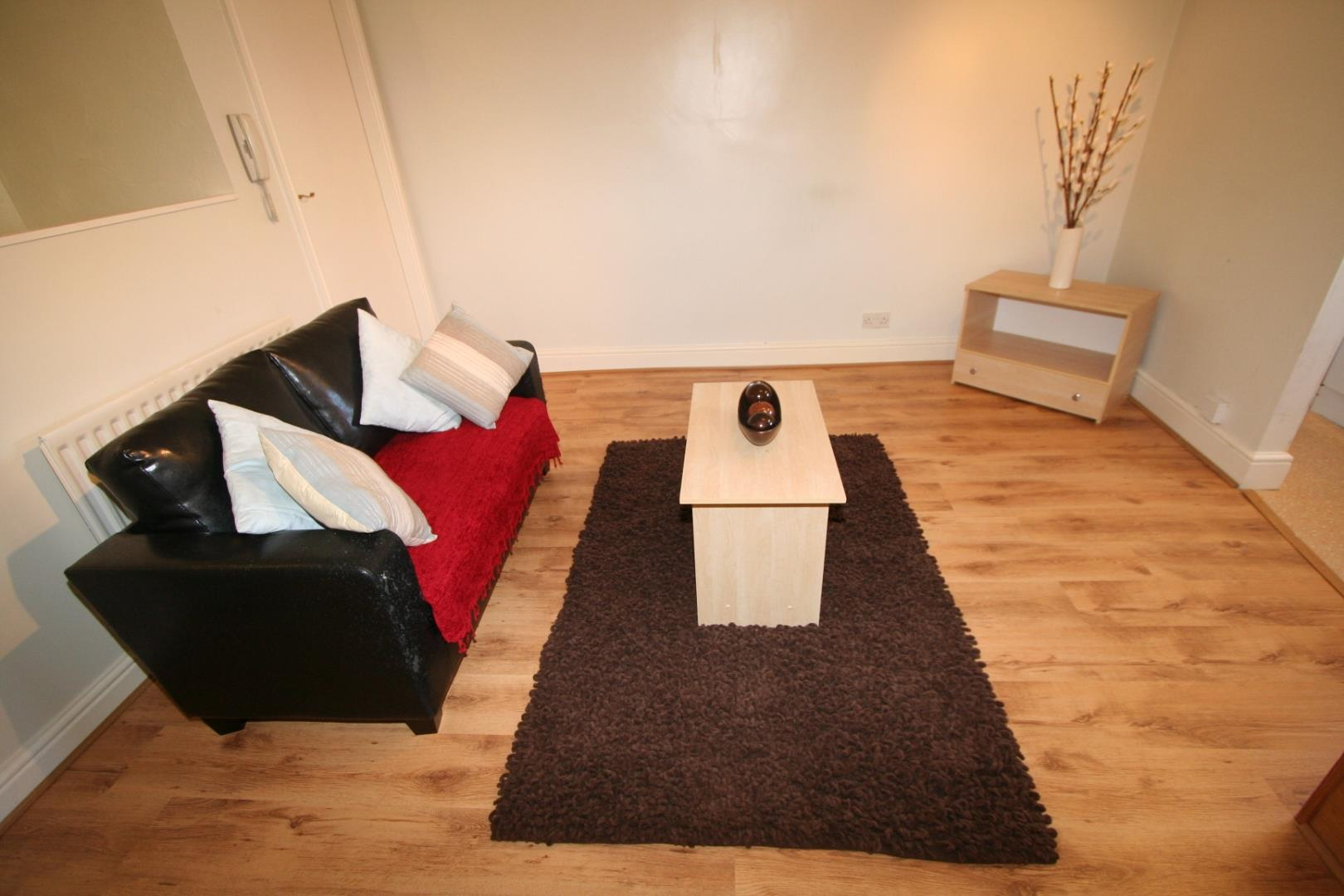 One Bed Flat Leeds 1 Bed Flat Kirkstall Road Leeds 118 99pw Non Inc