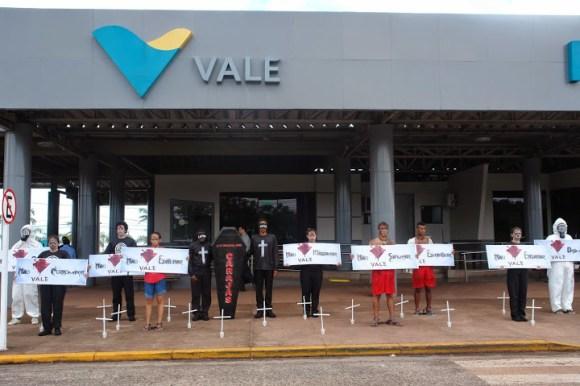 Protesto em frente a sede da empresa Vale durante o Fórum Social Carajás Fotos: Verena Glass