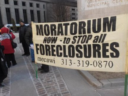 a-Detroit-Tax-foreclosure-rally-outside-CAYMAC-on-March-24-2015-400x300