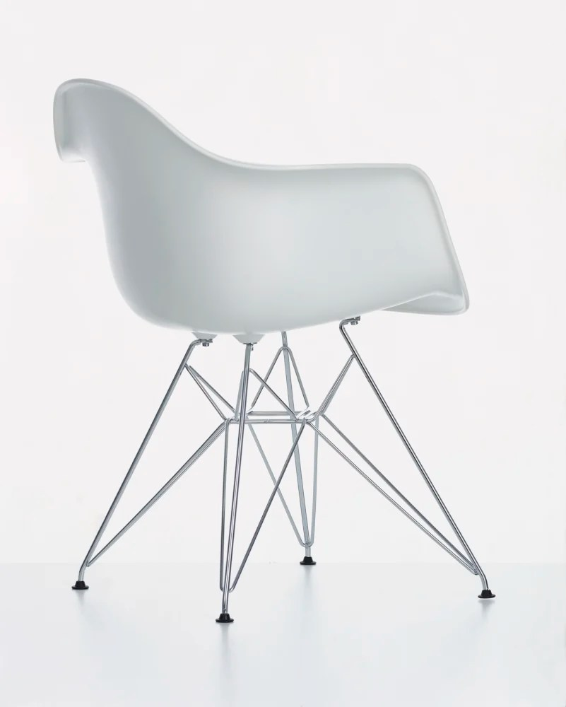 Eames Chair Dar Dar Side Chair 01 Chrome 04 White 04 Glides Basic Dark For Carpet By Vitra