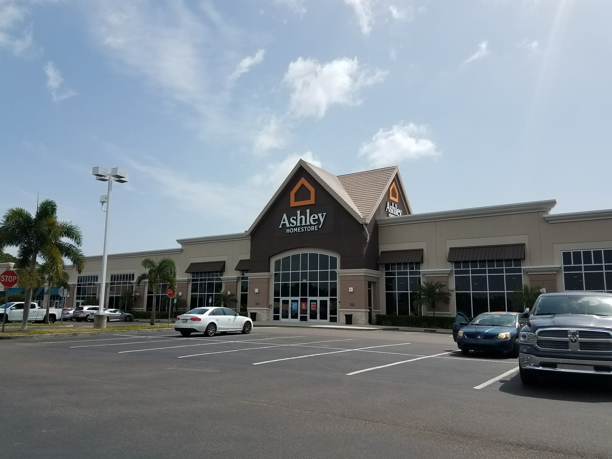 Meubles Ashley Floride Furniture And Mattress Store In Pinellas Park Fl Ashley Homestore