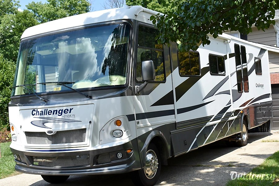 2008 Damon Challenger Motor Home Class A Rental in Cincinnati, OH