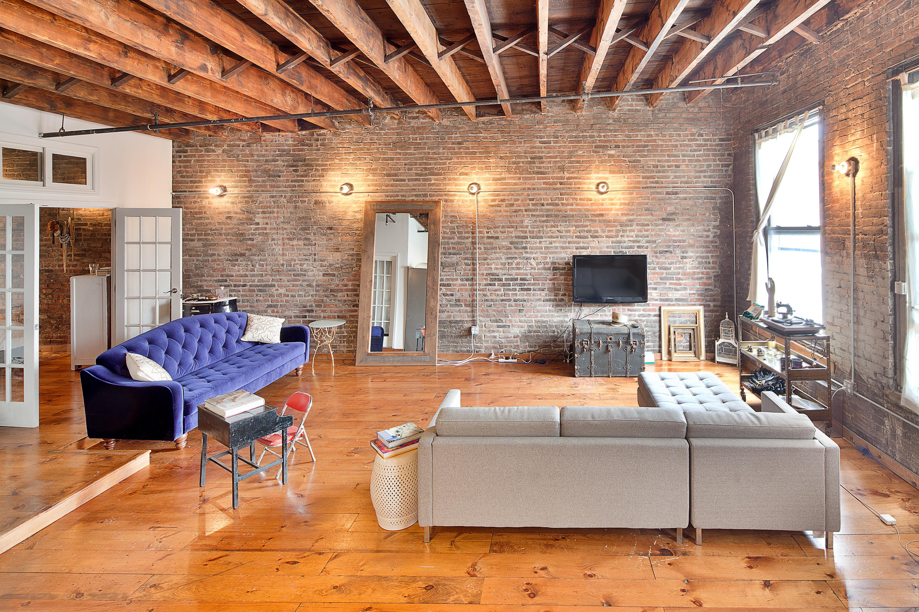 Les Location Sun Drenched Bowery Loft In Les