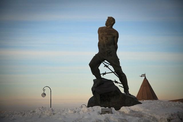 Памятник, Казань 2012