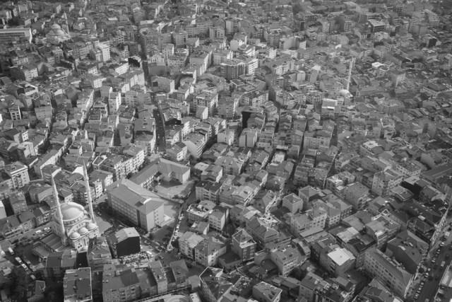 Плотная застройка Стамбула, небоскреб Сапфир, 2013