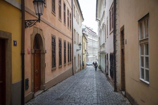 Типичная узкая улочка, Прага, 2012