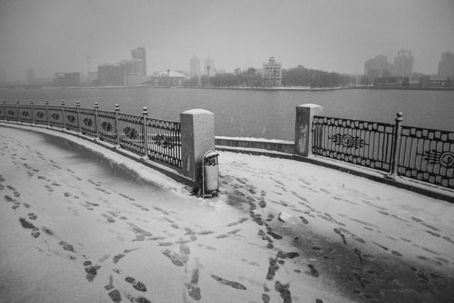 Первый снег. Екатеринбург, Набережная Рабочей Молодежи, ноябрь 2012