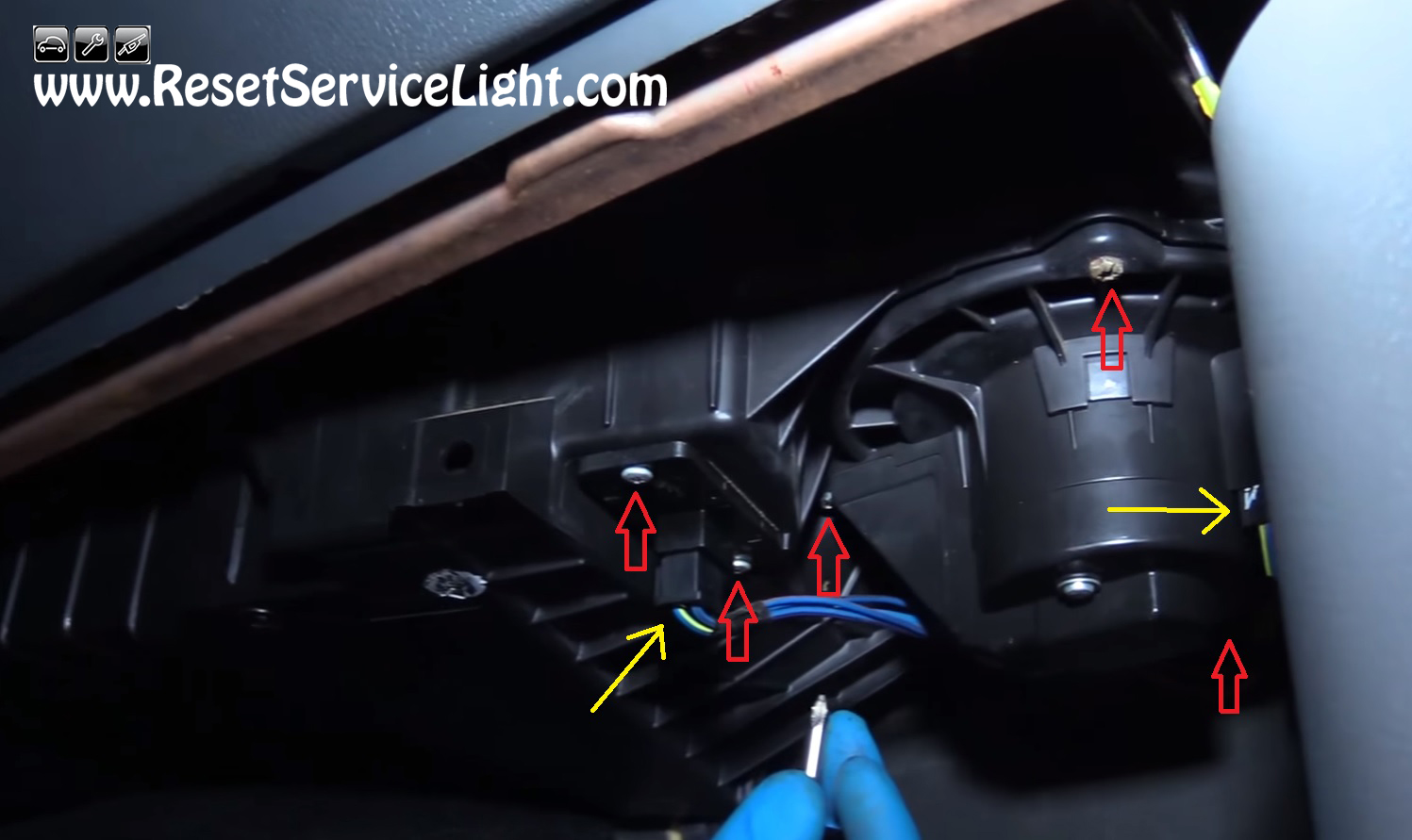 08 bmw 328i fuse box location