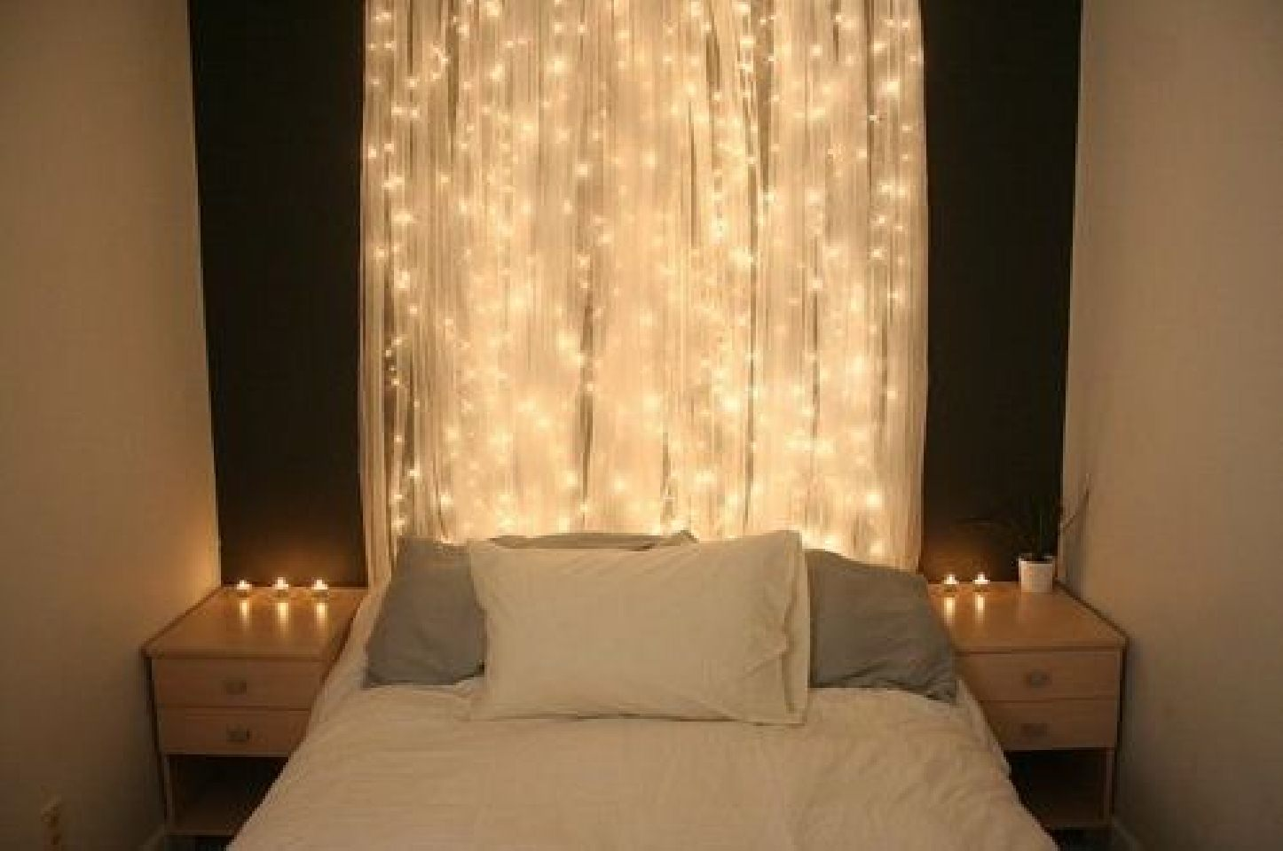 Bedroom Spotlights 30 Christmas Bedroom Decorations Ideas