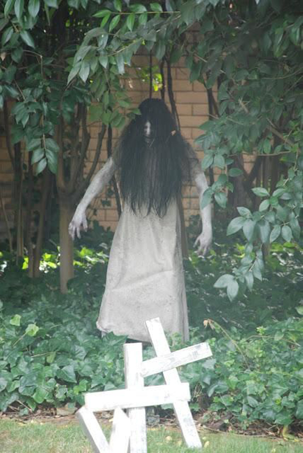 Scary halloween decorations