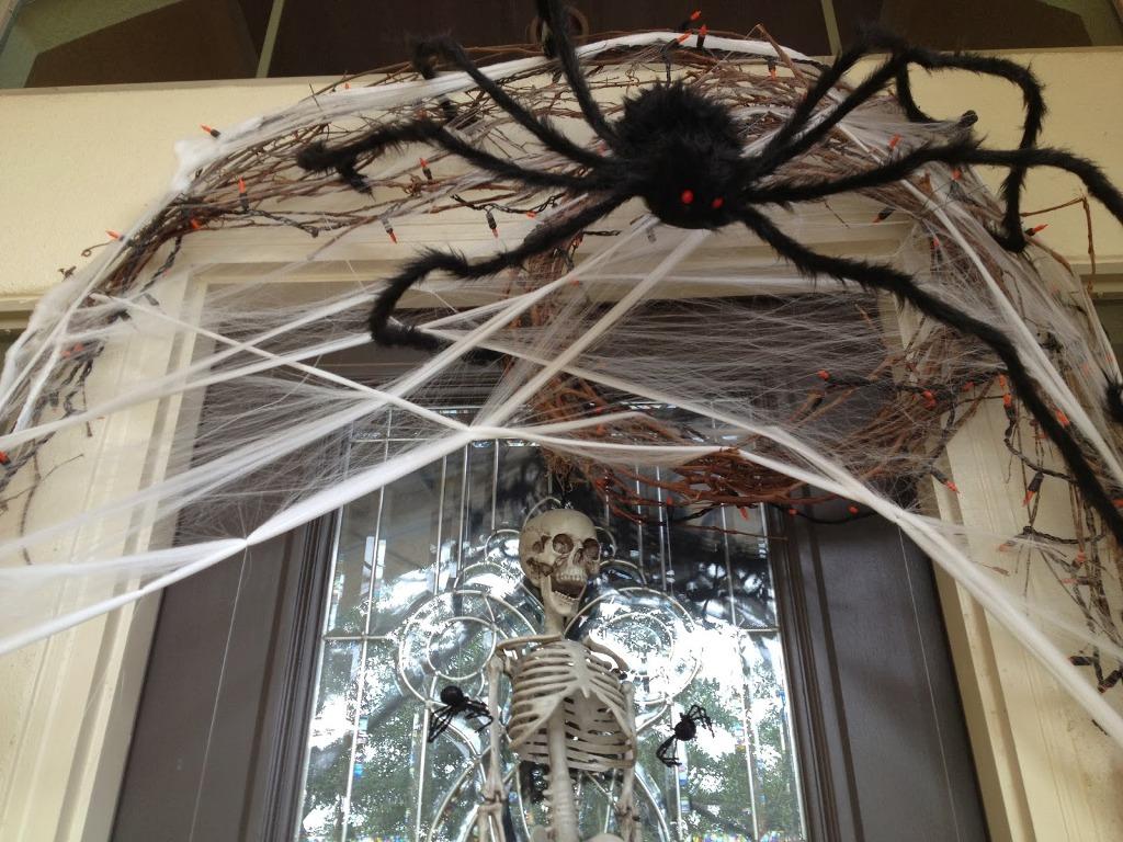 Easy outdoor halloween decorations spiders exteriors decorations