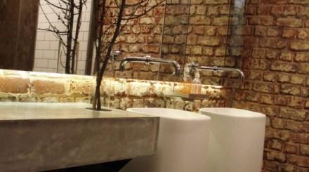 tugla-duvarlar-ile-banyo-dekorasyonları (32)