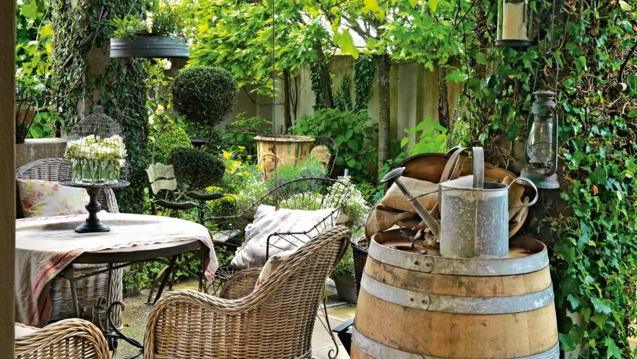 Garden Of The Week French Style Courtyard Stuff Co Nz - Garden Furniture Clearance Hop Farm