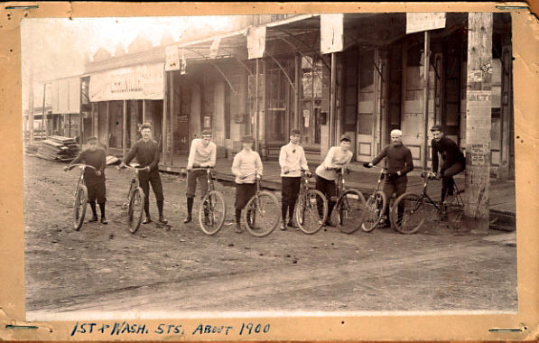 TheDalles_Street1900_cyclists