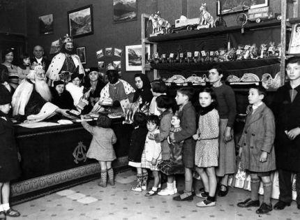Distributions de jouets, día de Reyes, Barcelone 1936.