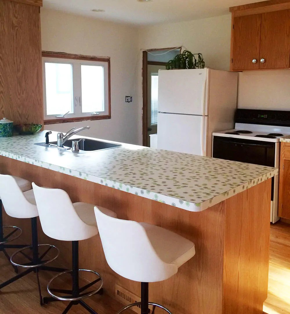 Sneak Peek Kristen 39 S Kitchen Renovation Using Wilsonart 39 Daisy 39 Laminate In 39 Envy 39 Retro