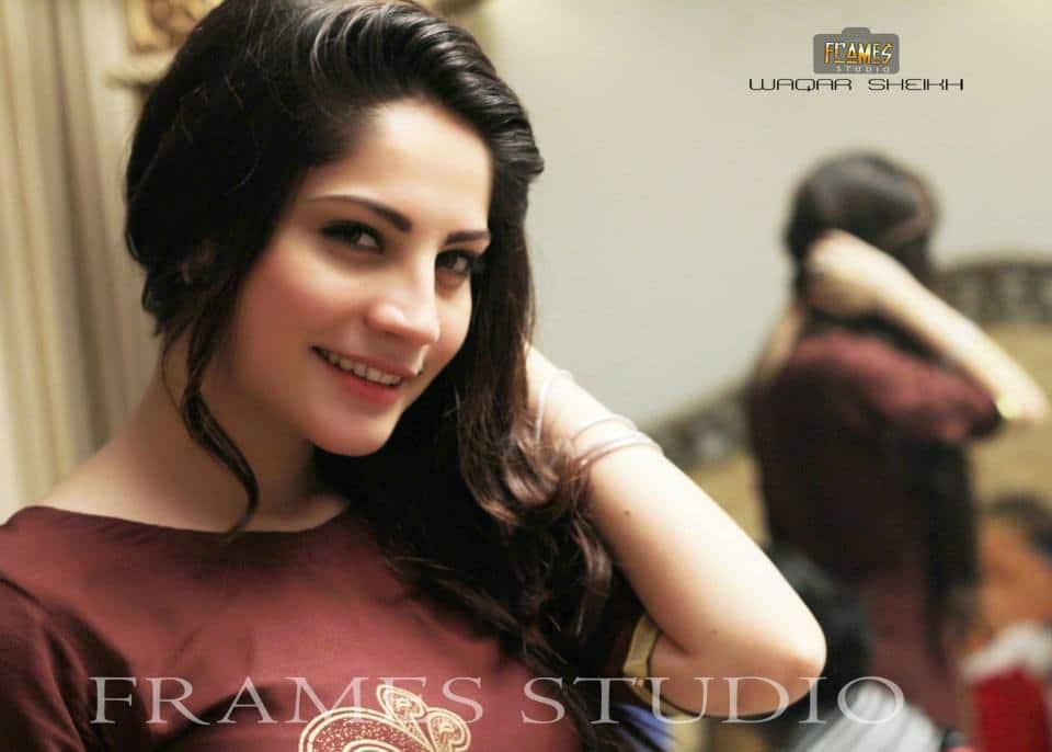 Beautiful Girl Hidden Face Wallpaper Dazzling Neelam Munir Photoshoot Reviewit Pk