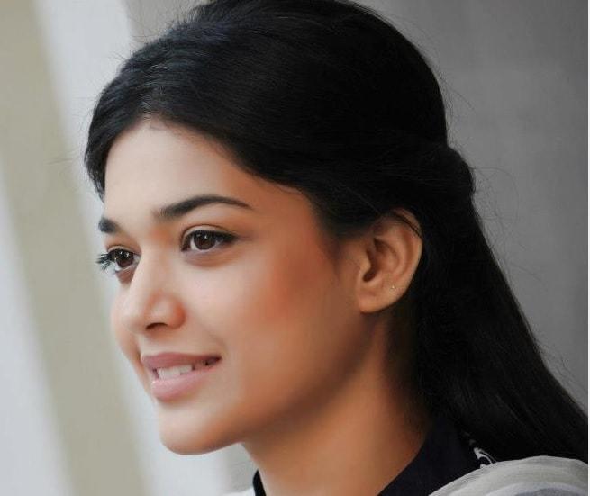 Sanam Puri Cute Wallpaper 10 Most Beautiful Faces Of 2013 Reviewit Pk