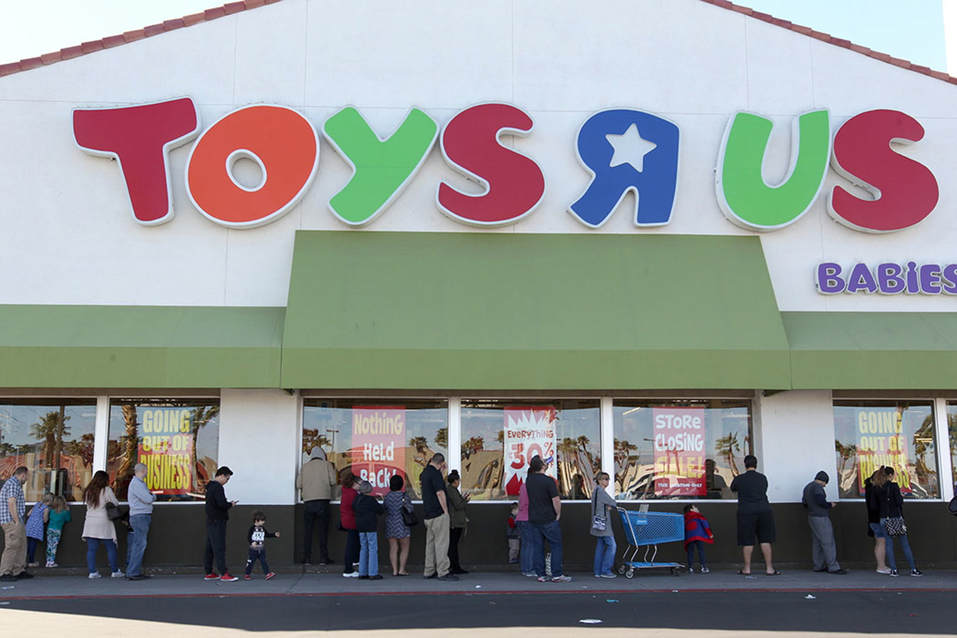 Baby Toys Sale Shoppers Line Up For Toys R Us Liquidation Sale In