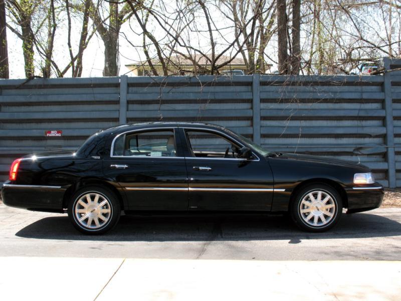 lincoln luxury sedan
