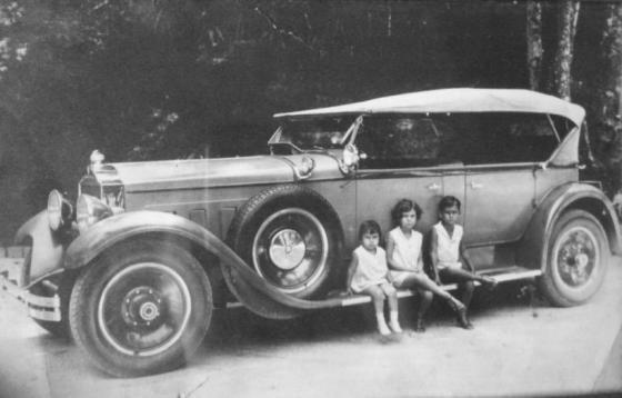 Carro Packard da família Vieira Souto. Álbum de família.
