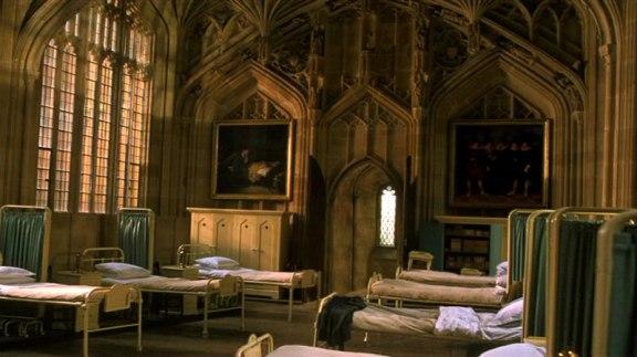 A Ala Hospitalar da Escola Mágica de Feitiçaria e Bruxaria de Hogwarts