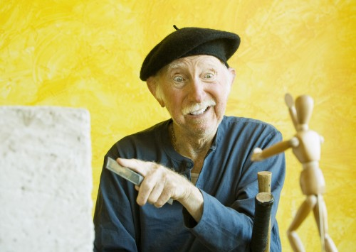 crazy-artist-with-a-wooden-figure-model