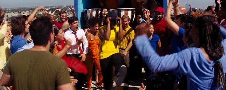 La La Land abre com um grande número musical que celebra a suposta diversidade de Los Angeles—mas este aspecto não é trabalhado no restante do filme.