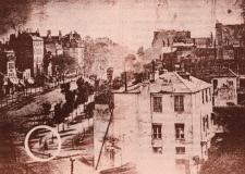 Louis-Jacques Mandé Daguerre, París, 1839. Daguerrotipo, primera fotografía en la que aparece un ser humano.