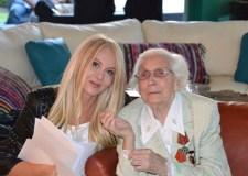 Natalia Semina y su abuela Zoya Makarova. Fotografía de Arllete Solano.