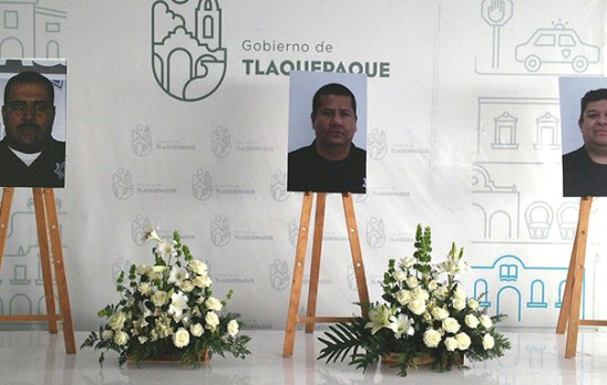 Homenaje a los tres policías asesinados. Foto © TV Azteca.