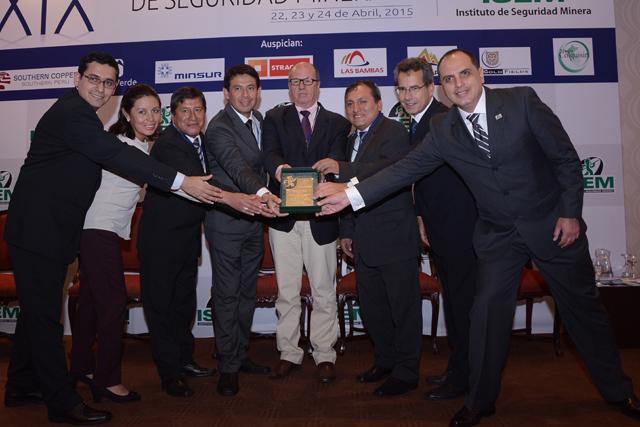 Placa de reconocimiento: Empresa Minera Los Quenuales-Iscaycruz