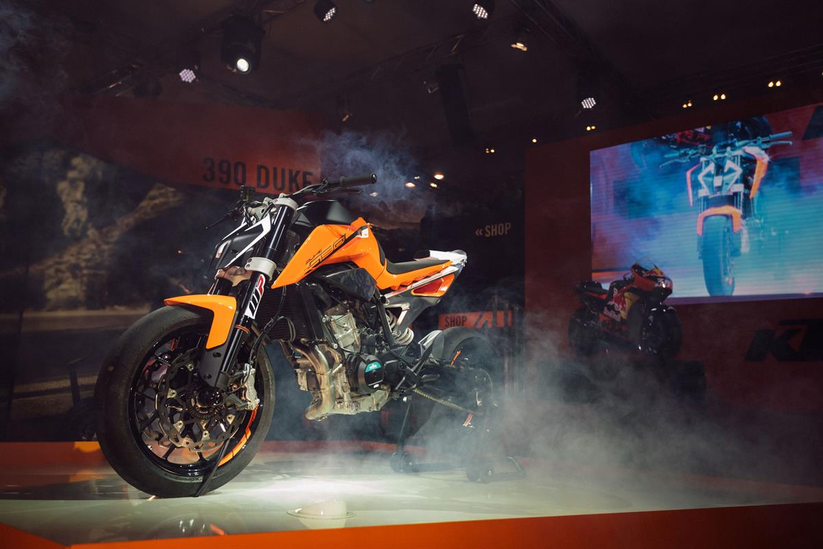 Ktm Shop At Video Ktm Shows The 790 Duke In Tire Shredding Action Revzilla
