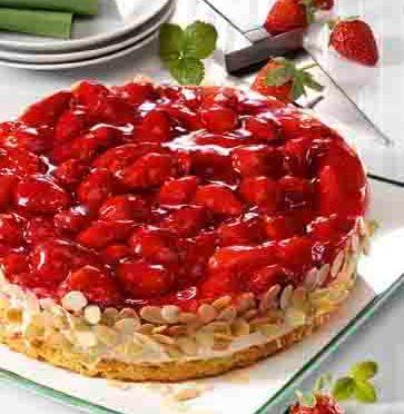 Laktosefreie Erdbeer-Quark-Torte Foto: Wirths PR