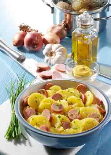 Hausmannskost: Kartoffelsalat mit Wiener Foto: Wirths PR