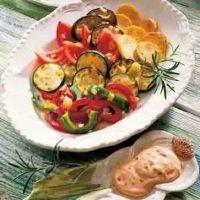 Gebackenes Gemüse mit Paprika-Dip