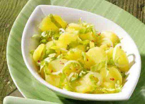 Kartoffelgerichte: Kartoffelsalat mit Endiviensalat Foto: Wirths PR
