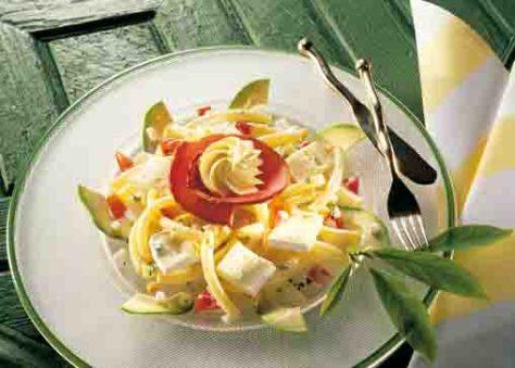 Nudel-Rezepte: Käse-Nudelsalat mit Avocado Foto: Wirths PR
