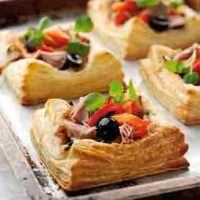 Snacks & Fingerfood: Blätterteigtörtchen mit Tomatenfüllung