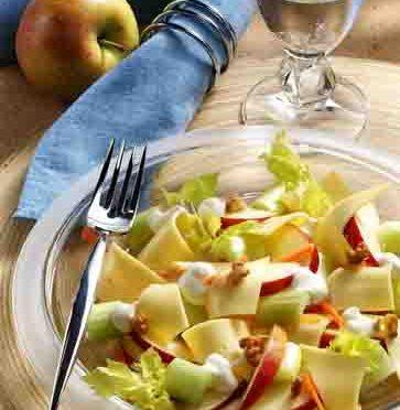 Apfel-Rezepte: Käsesalat nach Schwedenart Foto: Wirths PR