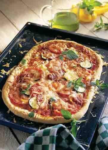 Gemüsepizza mit Salami Foto: Wirths PR/Zott