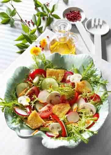 Knackiger Sommersalat mit Champignons Foto: Wirths PR
