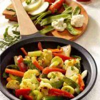 Gemüsepfanne mit Blumenkohl und Kohlrabi