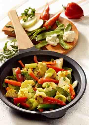Gemüsepfanne mit Blumenkohl und Kohlrabi Foto: Wirths PR