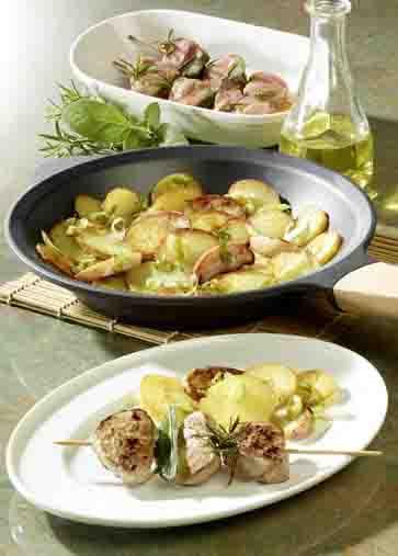 Apfel-Kartoffel-Pfanne mit marinierten Filetspießen Foto:  Wirths PR