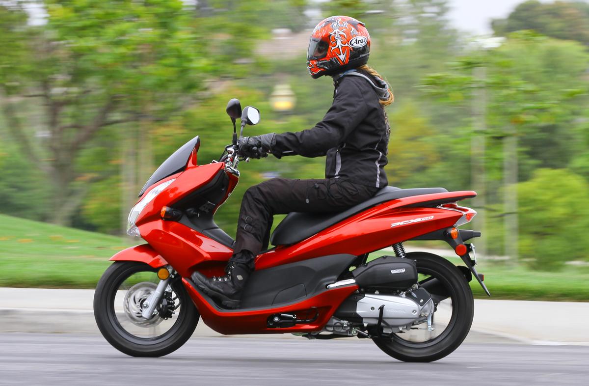 2013 Honda PCX150 Review | Rider Magazine | Rider Magazine