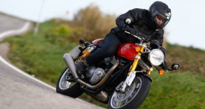 Despite its short wheelbase and aggressive fork angle, the Thruxton R never feels skittish; on the contrary it always seems to be well planted no matter the road condition.